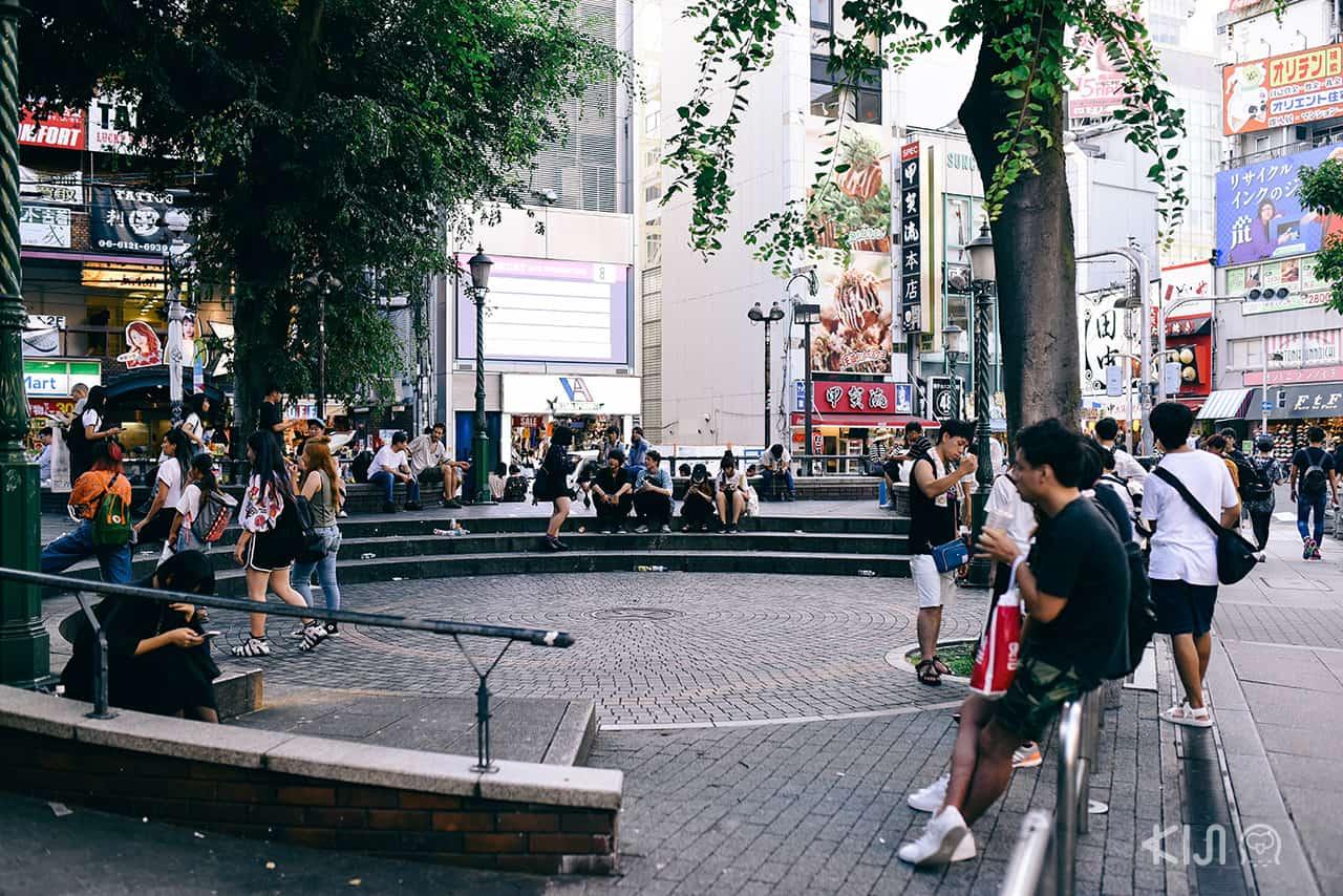สวนสามเหลี่ยม (Sankaku Koen) สถานที่นัดพบยอดฮิตของเหล่าวัยรุ่นโอซาก้า