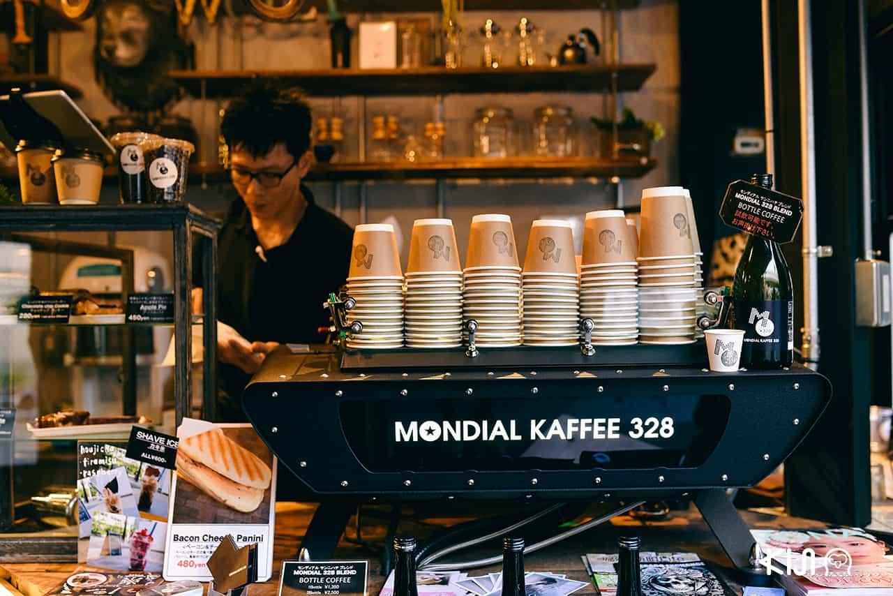 ร้าน Mondial Kaffee 328 ที่หมู่บ้านอเมริกันในโอซาก้า