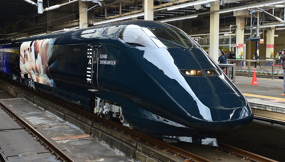 ดีไซน์ด้านนอกของรถไฟ GENBI SHINKANSEN ที่ดูเรียบขรึม