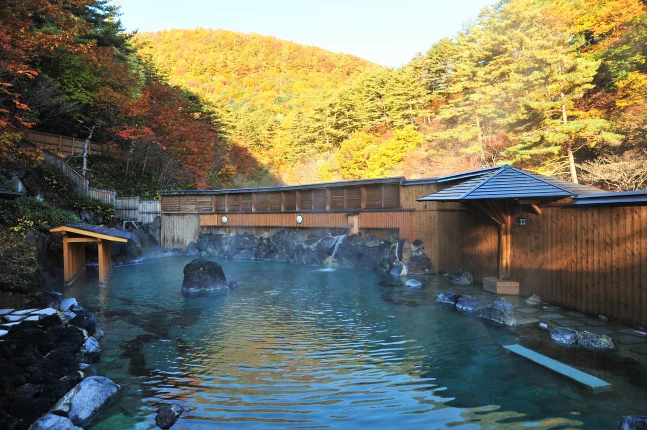 บ่อน้ำพุร้อนกลางแจ้ง ไซโนะคาวาระออนเซ็นในย่านคุซัทสึออนเซ็น