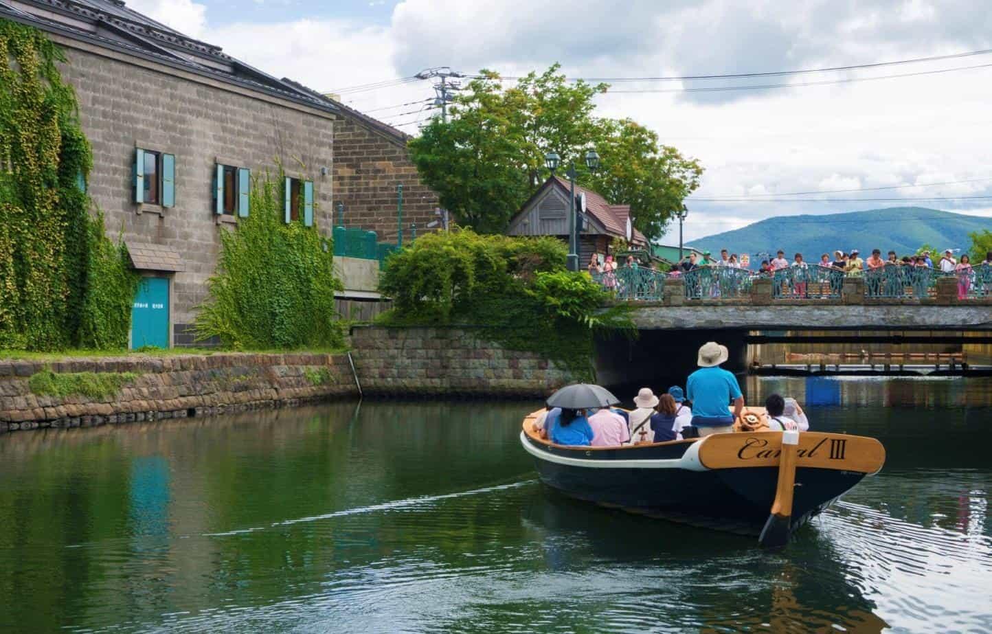 การล่องเรือชมวิวในคลองโอตารุ ชื่นชมความโรแมนติกและความน่ารักของผู้คนท้องถิ่น