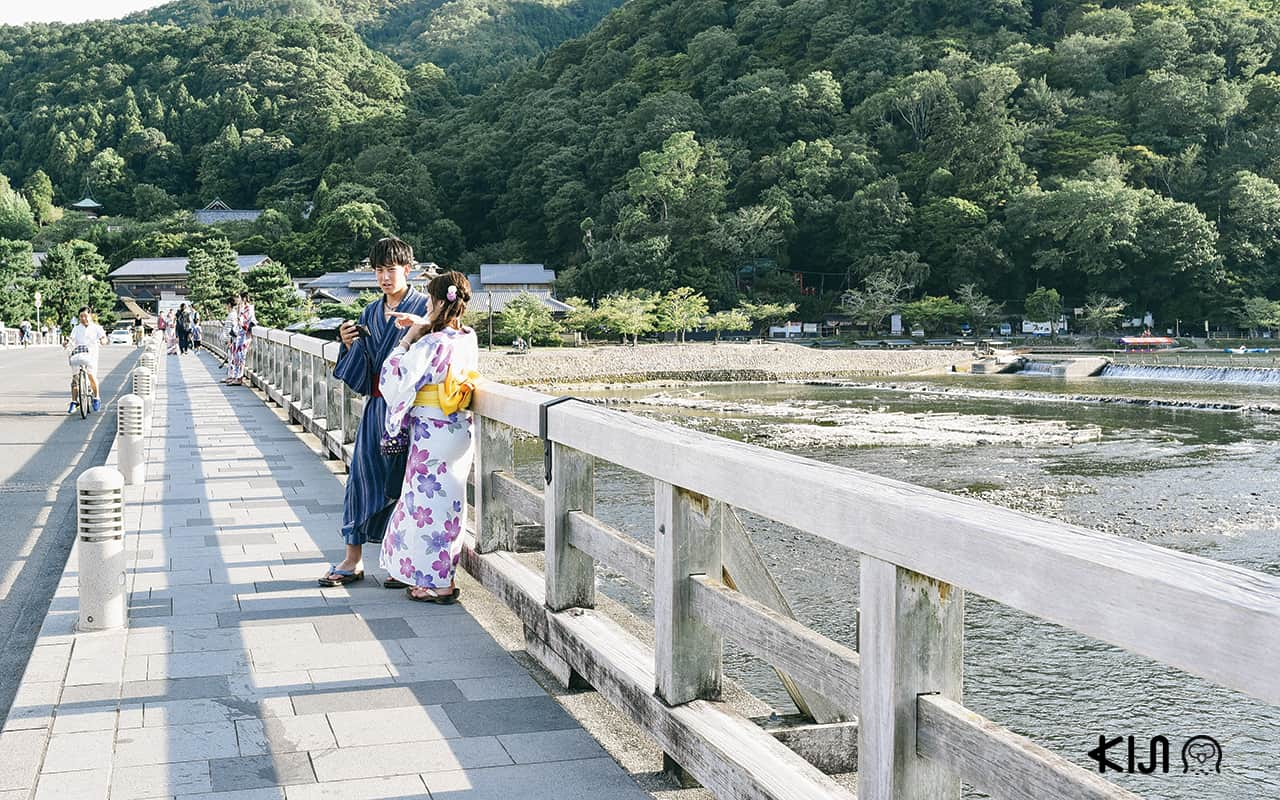 สะพาน Togetsukyo Bridge ในย่านอาราชิยาม่า (Arashiyama)