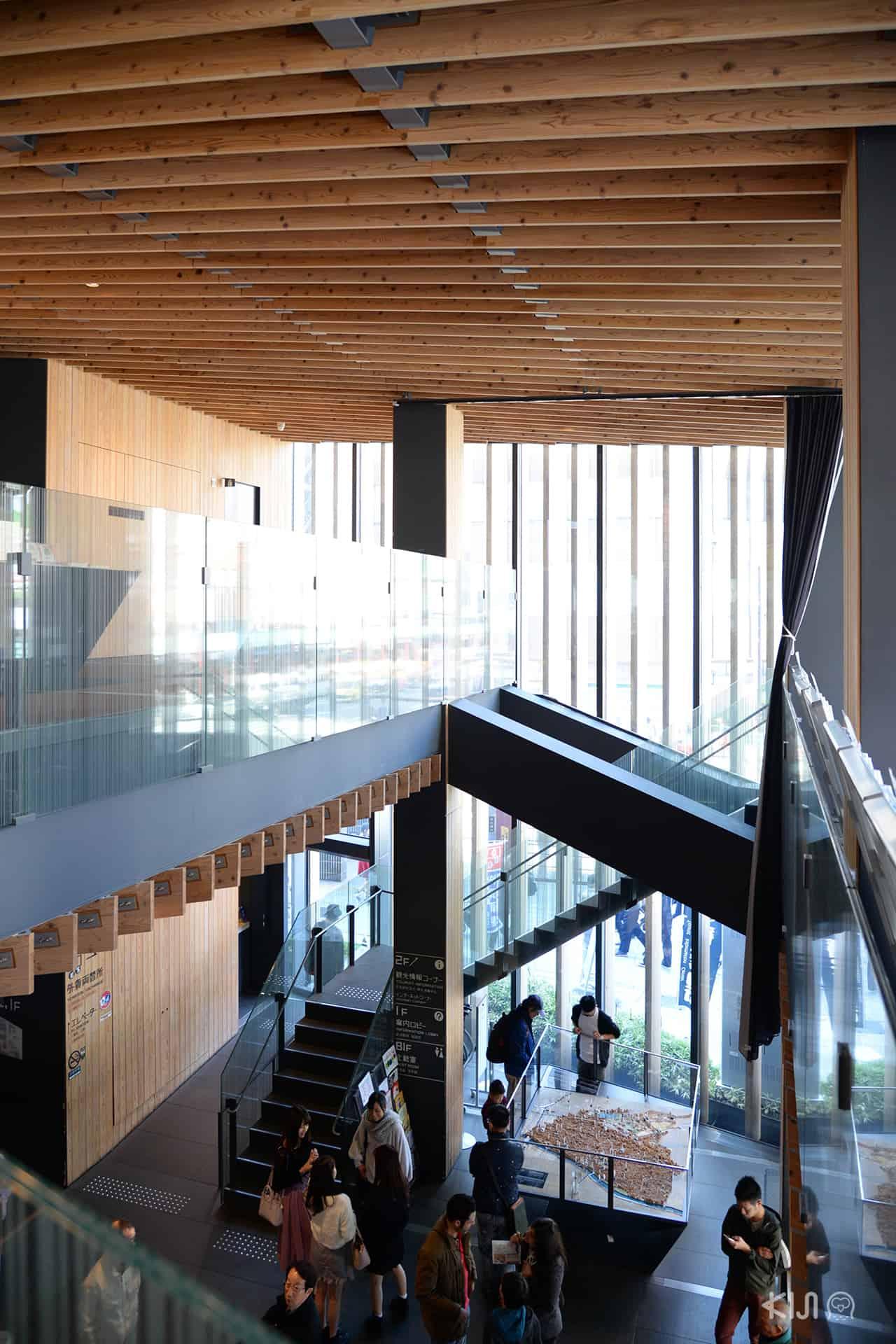 การออกแบบภายในของ Asakusa Culture Tourist Information Center