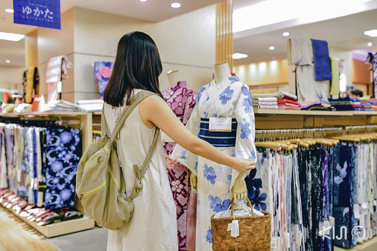 ชุดกิโมโนในห้าง Takashimaya โอซาก้า