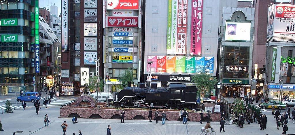 รถไฟยุคบุกเบิกหน้าสถานี Shimbashi
