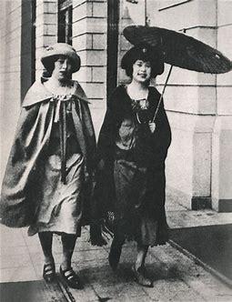 การแต่งแบบตะวันตกยุค 1920s (เสื้อผ้าตะวันตก x ร่มญี่ปุ่น)