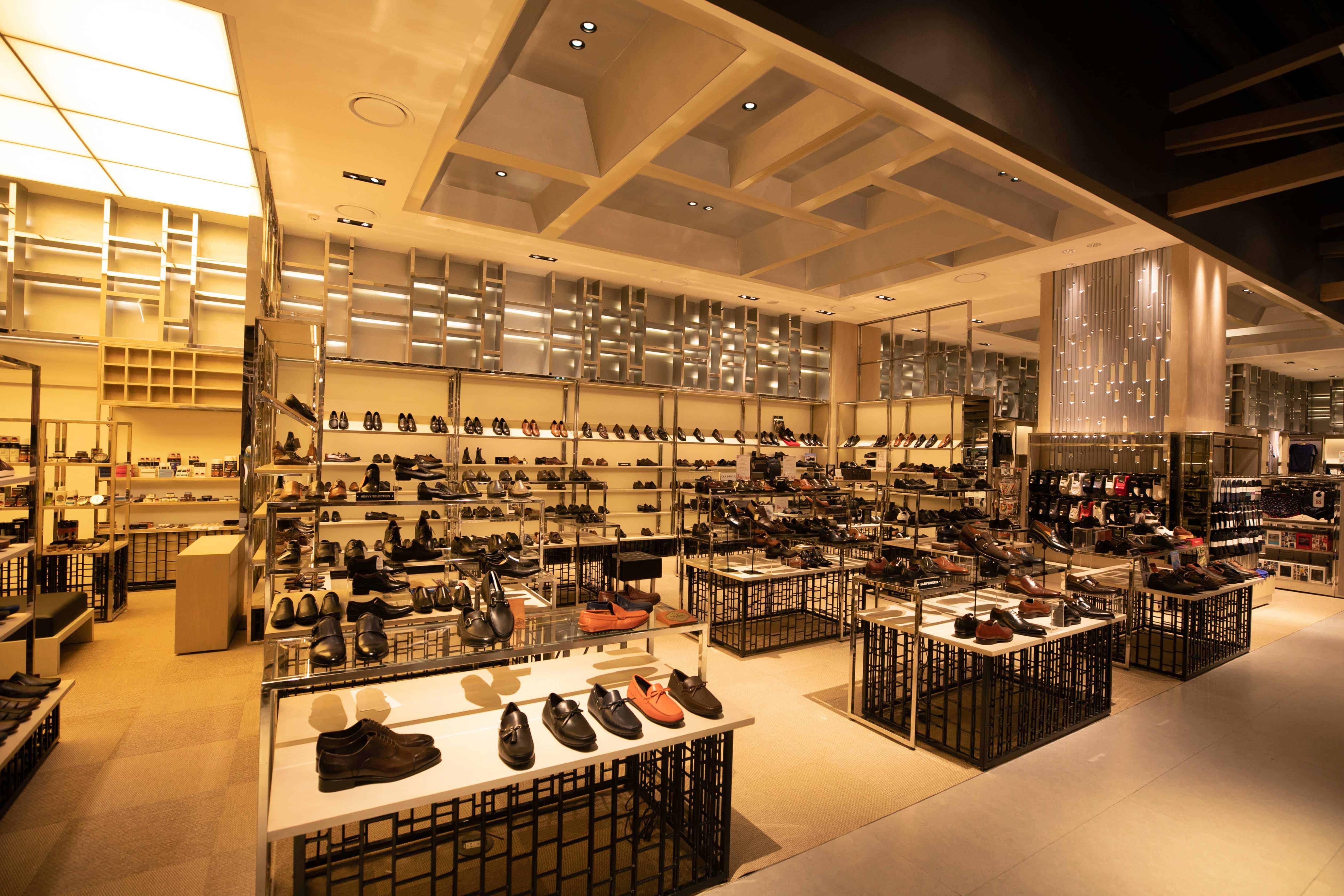 ชั้น 3 แผนกแฟชั่นสุภาพบุรุษ ห้างสยามทาคาชิมายะ (Siam Takashimaya)