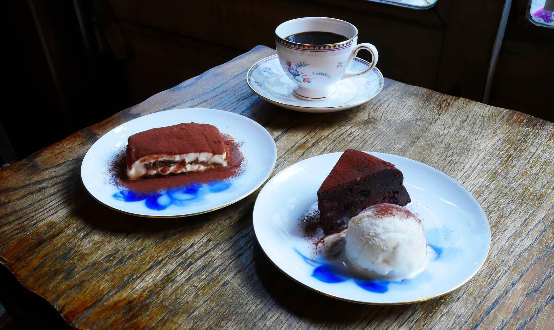 คาเฟ่ร้านหนังสือ ARABIQ Book & Cafe ที่ย่าน Nakazakicho ในโอซาก้า