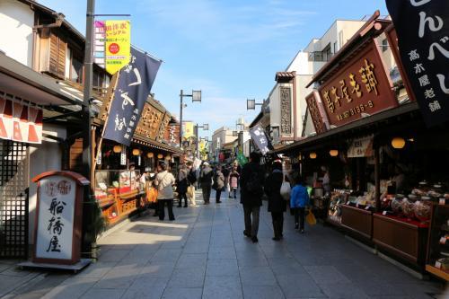 ถนนคนเดินใกล้ๆ กับสถานีชิบามาตะ (Shibamata Station)