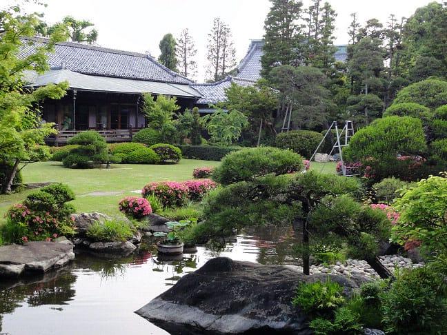 สวนญี่ปุ่นภายในวัด Taishakuten ย่านชิบามาตะ