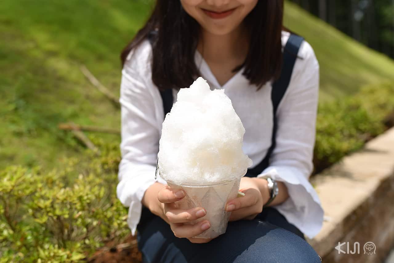 น้ำแข็งไสที่ซื้อจากร้านค้าที่ Mishima Skywalk