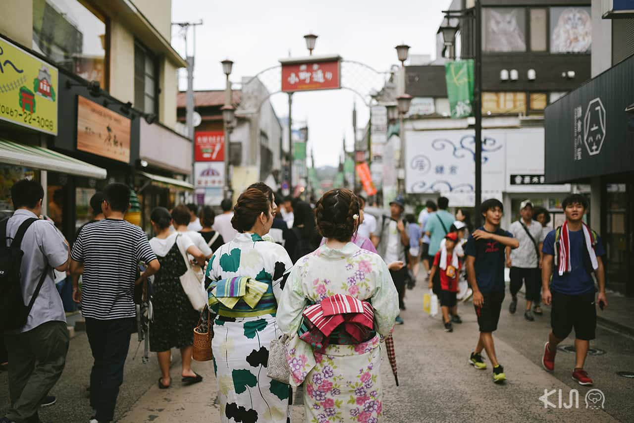 สาวๆใส่ชุดกิโมโนเดินเล่นที่ถนนสายช็อปปิ้งโคมาจิโดริ