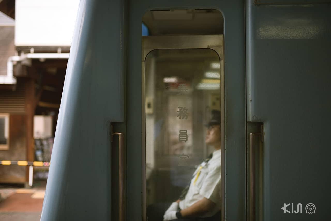 รถไฟที่สถานี Kamakurakokomae