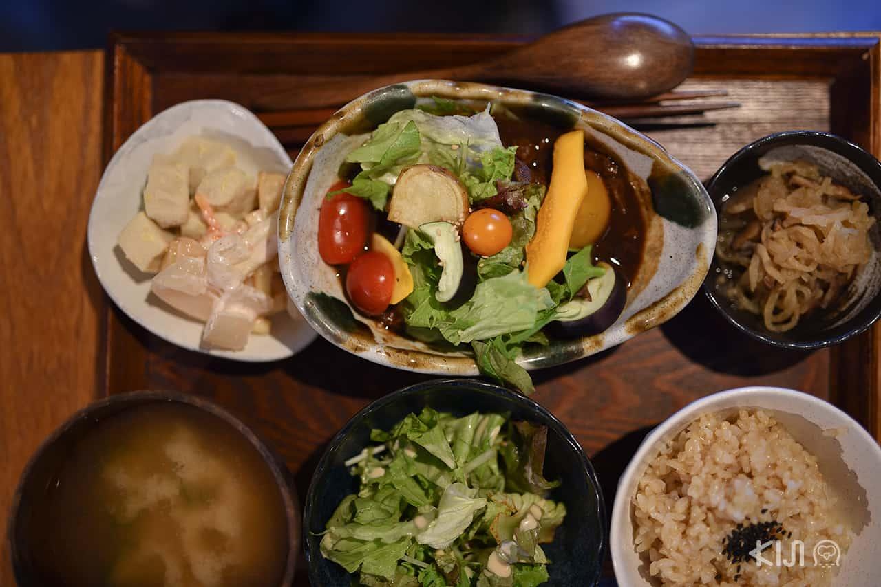 อาหารของร้านออร์แกนิคของย่าน Nakazakicho ในโอซาก้า