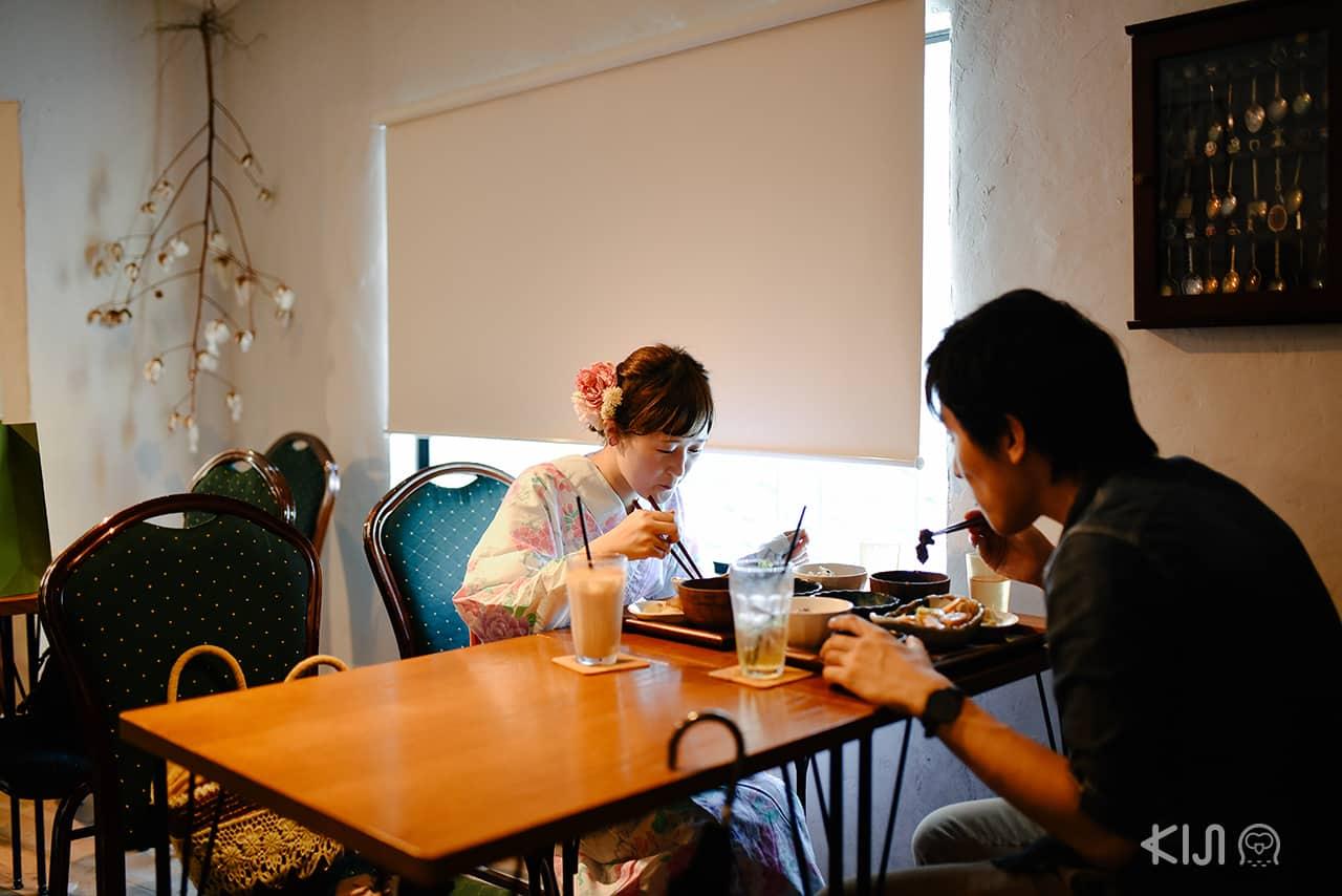 บรรยากาศในร้านอาหารออร์แกนิคย่าน Nakazakicho ในโอซาก้า