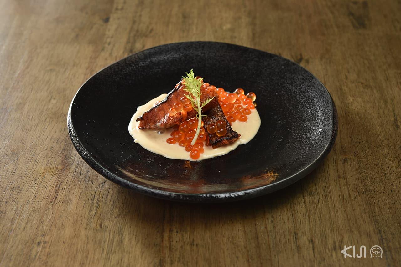 เมนู แซลมอน : Baked Salmon and Ikura with Liquor Cream Sauce