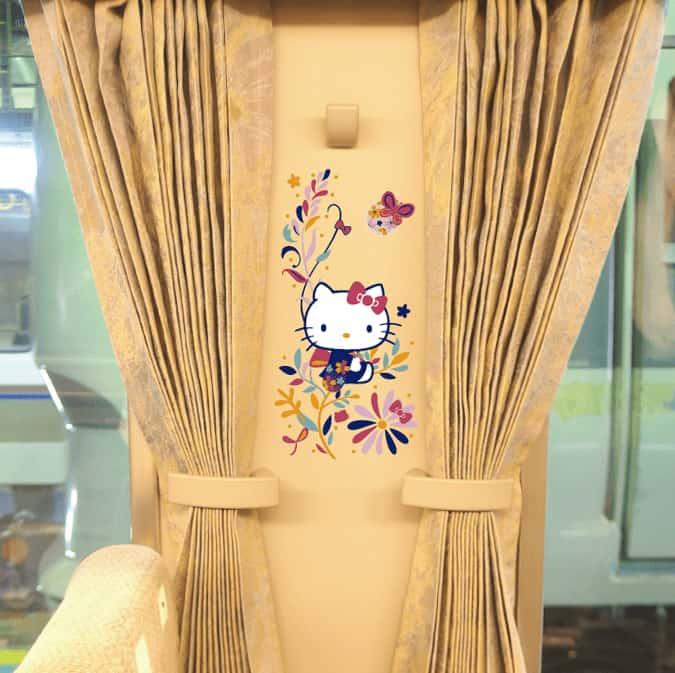 ลายคิตตี้ภายในขบวนรถไฟด่วนพิเศษ Hello Kitty HARUKA