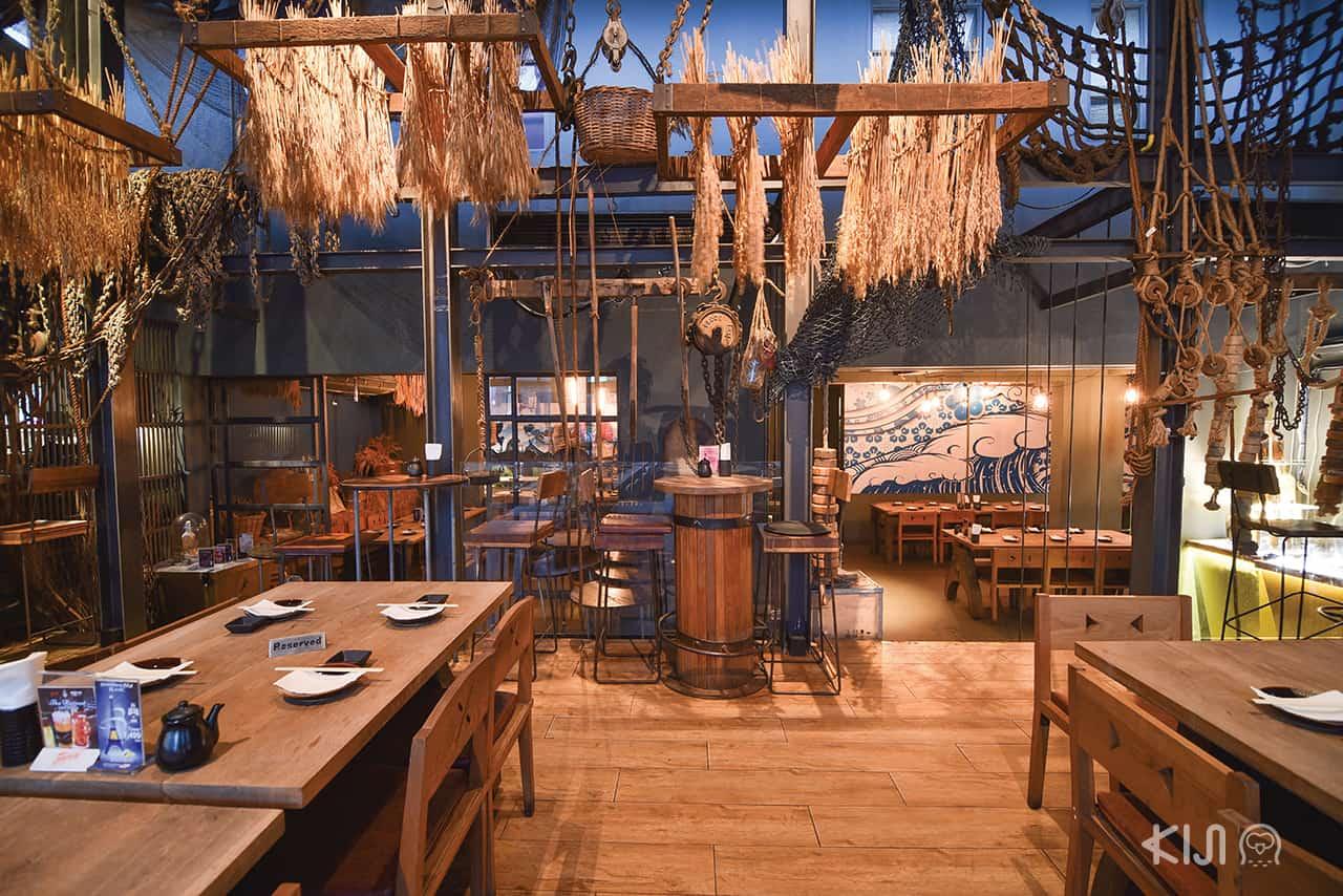 บรรยากาศภายใน ร้านอาหารญี่ปุ่น Ainu Bar โรแมนติก มาก