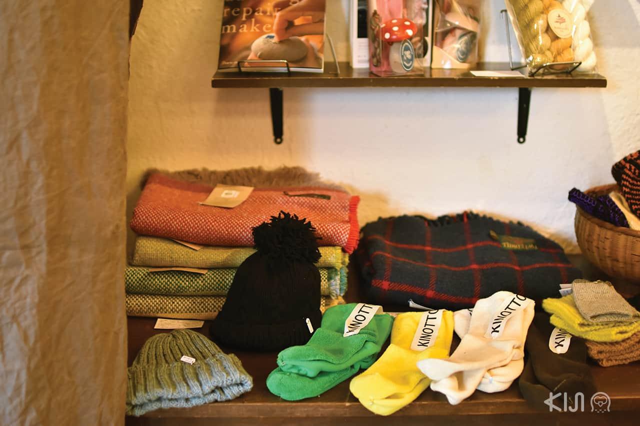ถุงเท้าและหมวกไหมพรม สินค้าจากร้าน KEIBUNSHA