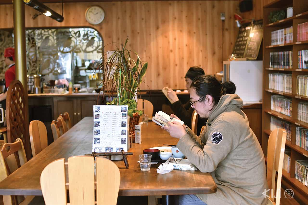 บรรยากาศภายในร้านอาหาร Aikamu