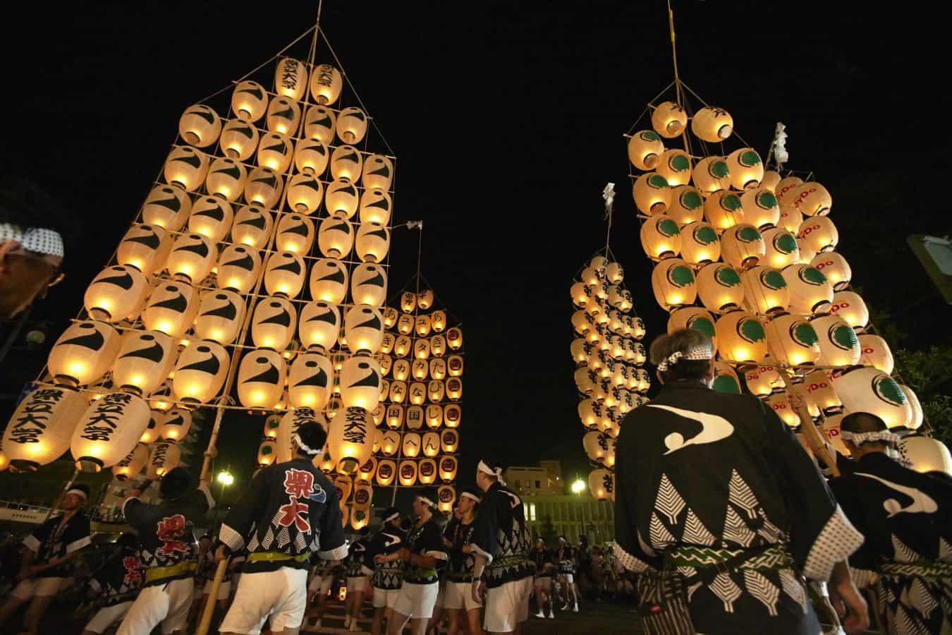 เทศกาลอาคิตะคันโต (Akita Kanto Festival) จัดขึ้นใน หน้าร้อน ของภูมิภาค โทโฮคุ