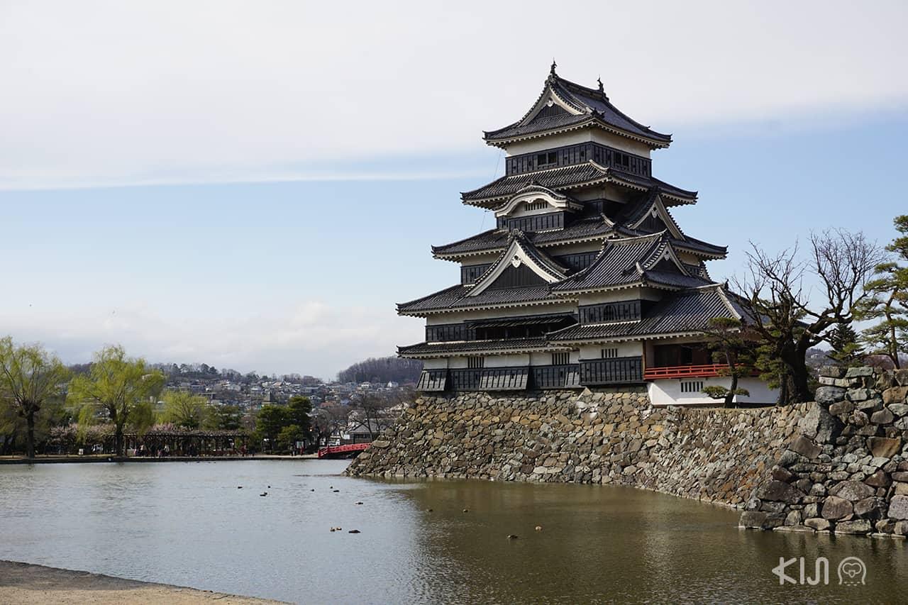 ปราสาทมัตสึโมโต้ (Matsumoto Castle) จังหวัดนากาโน่ (Nagano)