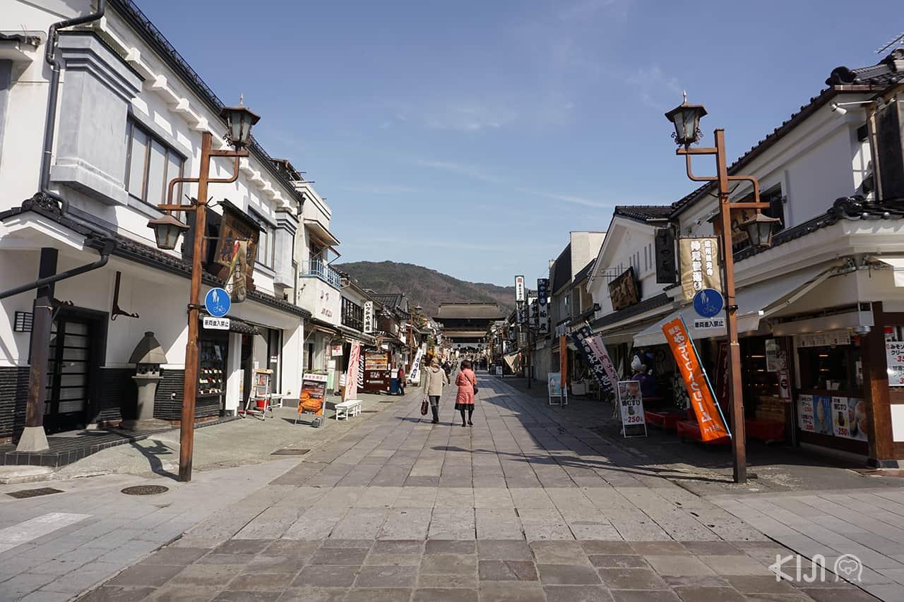 ถนนคนเดินใกล้ๆ กับวัดเซ็นโคจิ