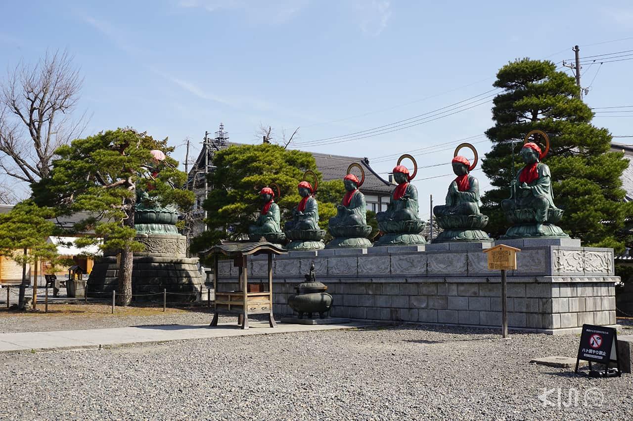 รูปปั้น Jizo Bodhisattva ทั้ง 6 ที่วัดเซ็นโคจิ