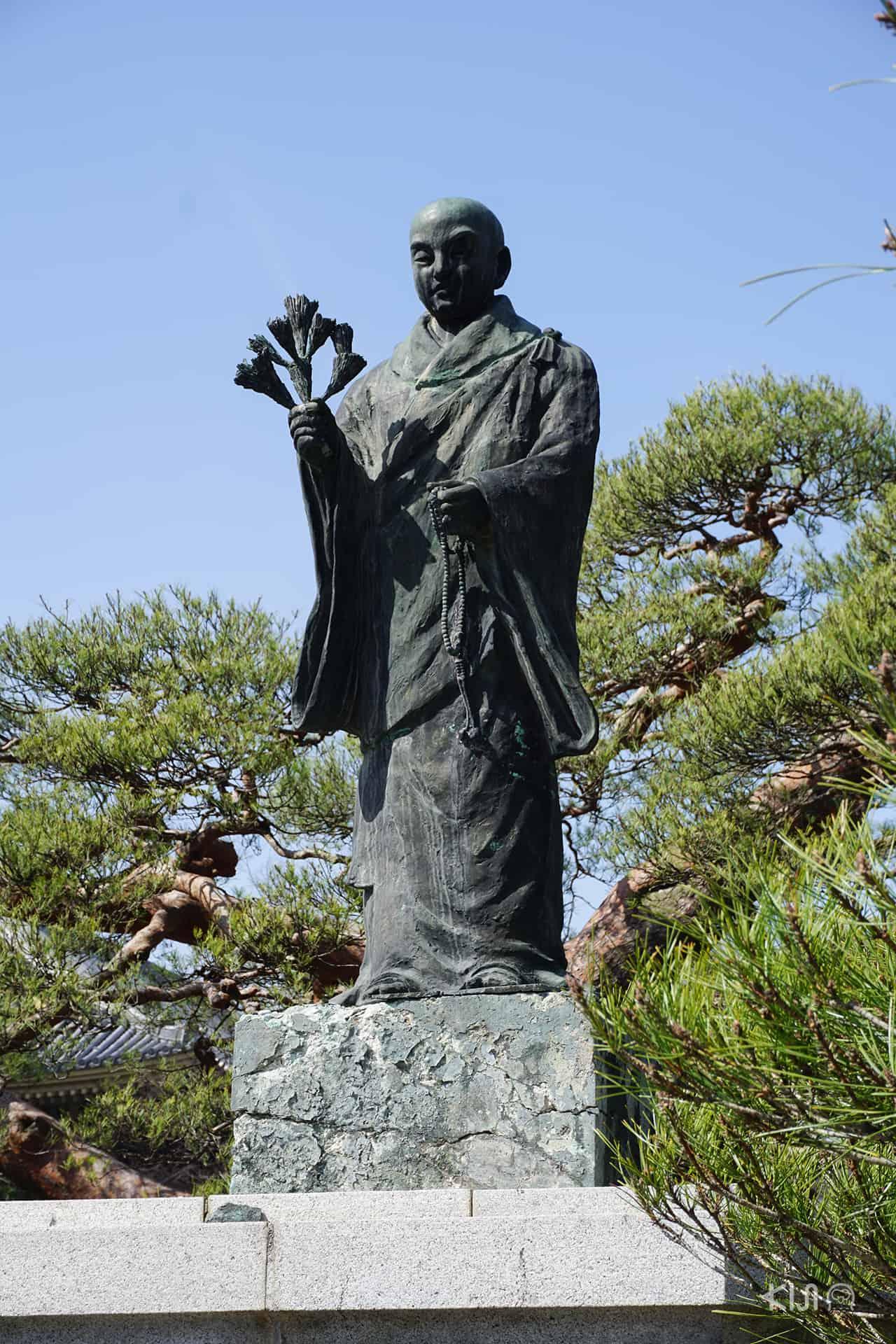 รูปปั้นทางพุทธศาสนาที่วัดเซ็นโคจิ (Zenkoji Temple)