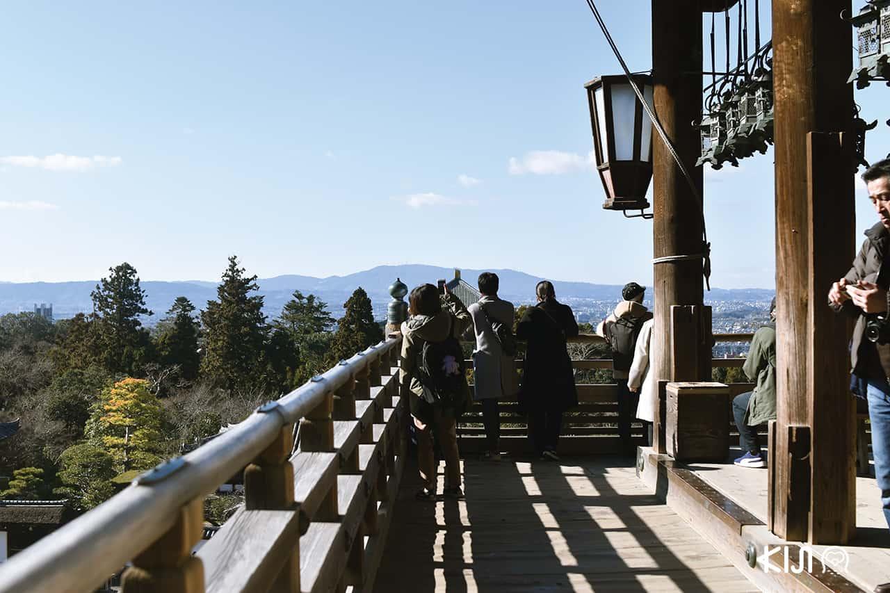 ด้านบนวัดนิกัทสึโด (Nigatsu-doTemple) มีระเบียงให้มองวิวมุมสูง