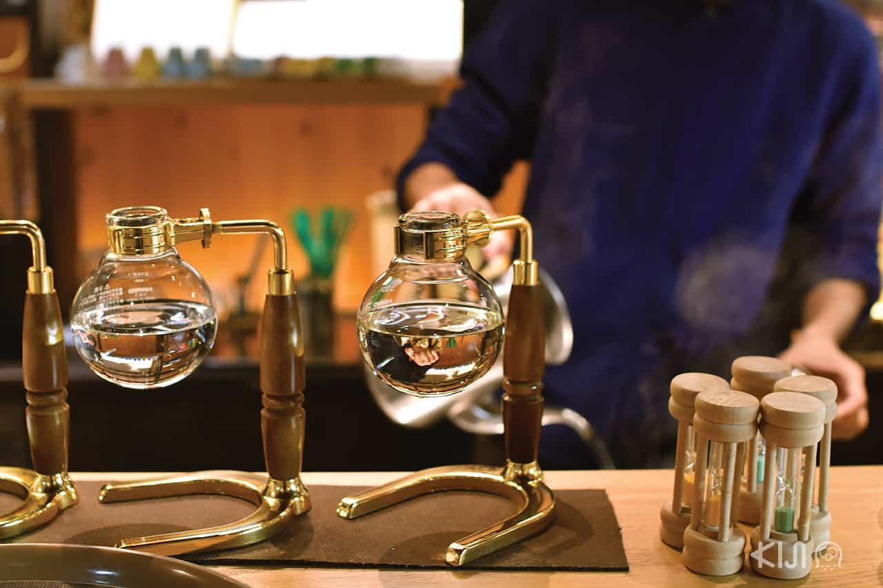 เครื่องทำกาแฟแบบไซฟอน (Syphon) ของร้าน Cherry's Spoon