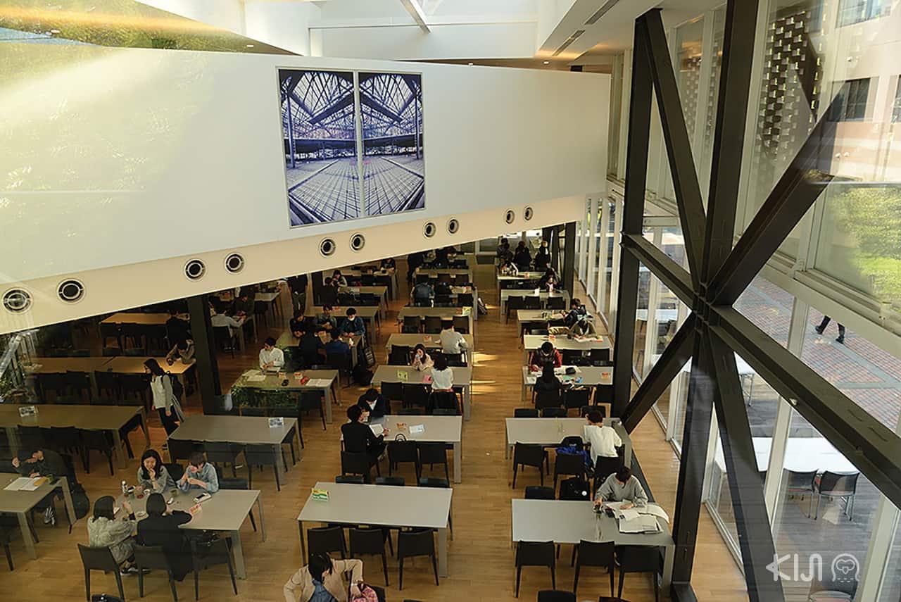 ชั้นแรกของ kit house จะเป็นโรงอาหาร