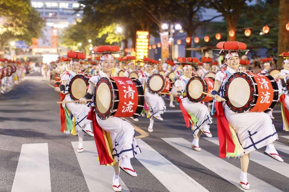 เทศกาล หน้าร้อน ในภูมิภาค โทโฮคุ : เทศกาลโมริโอกะซันสะโอโดริ (Morioka Sansa Odori : 盛岡さんさ踊り)