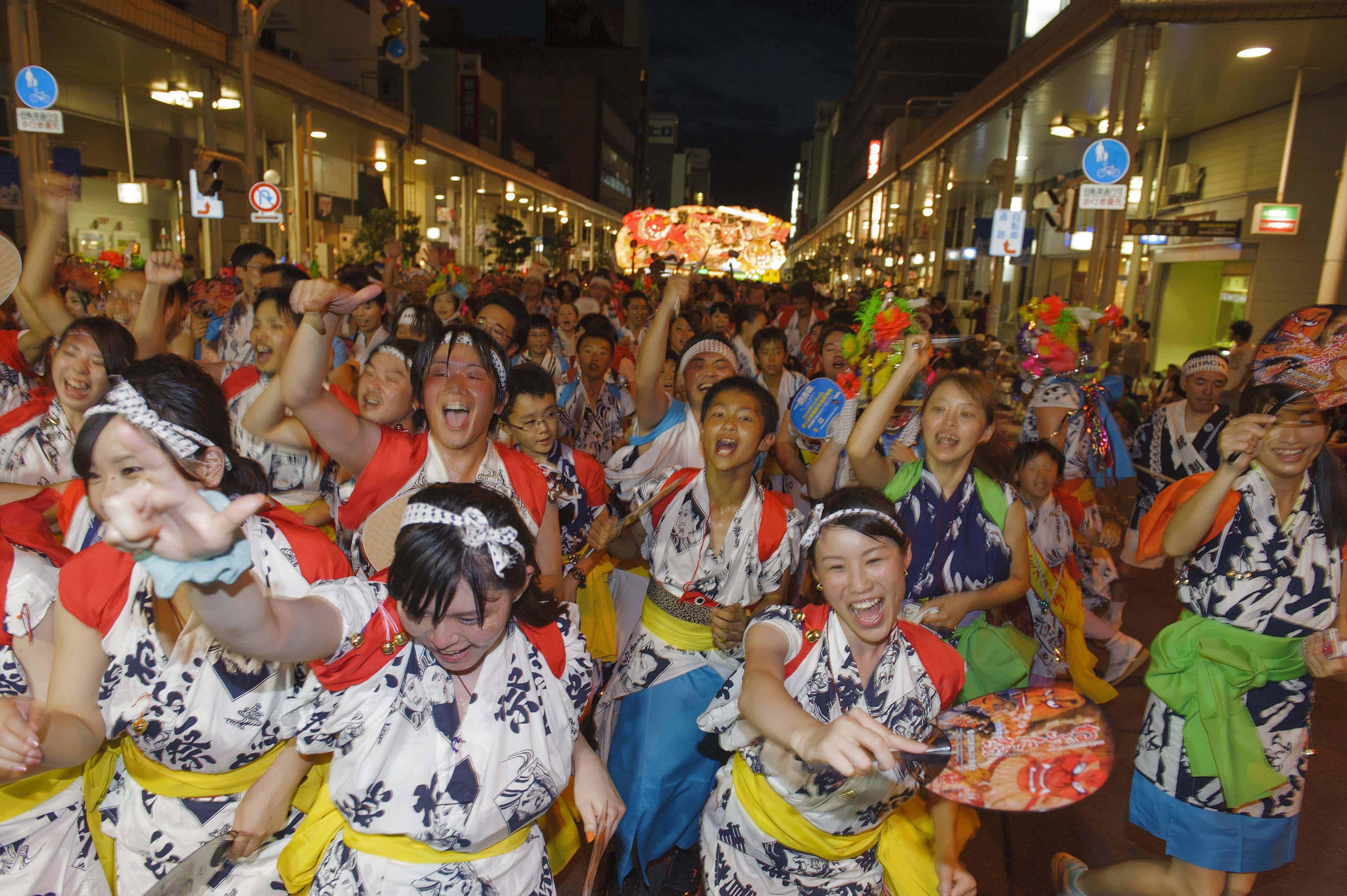 เทศกาล หน้าร้อน โทโฮคุ : Nebuta Festival มีโชว์ตีกลองและเต้นรำในจังหวะที่สุดเร้าใจ