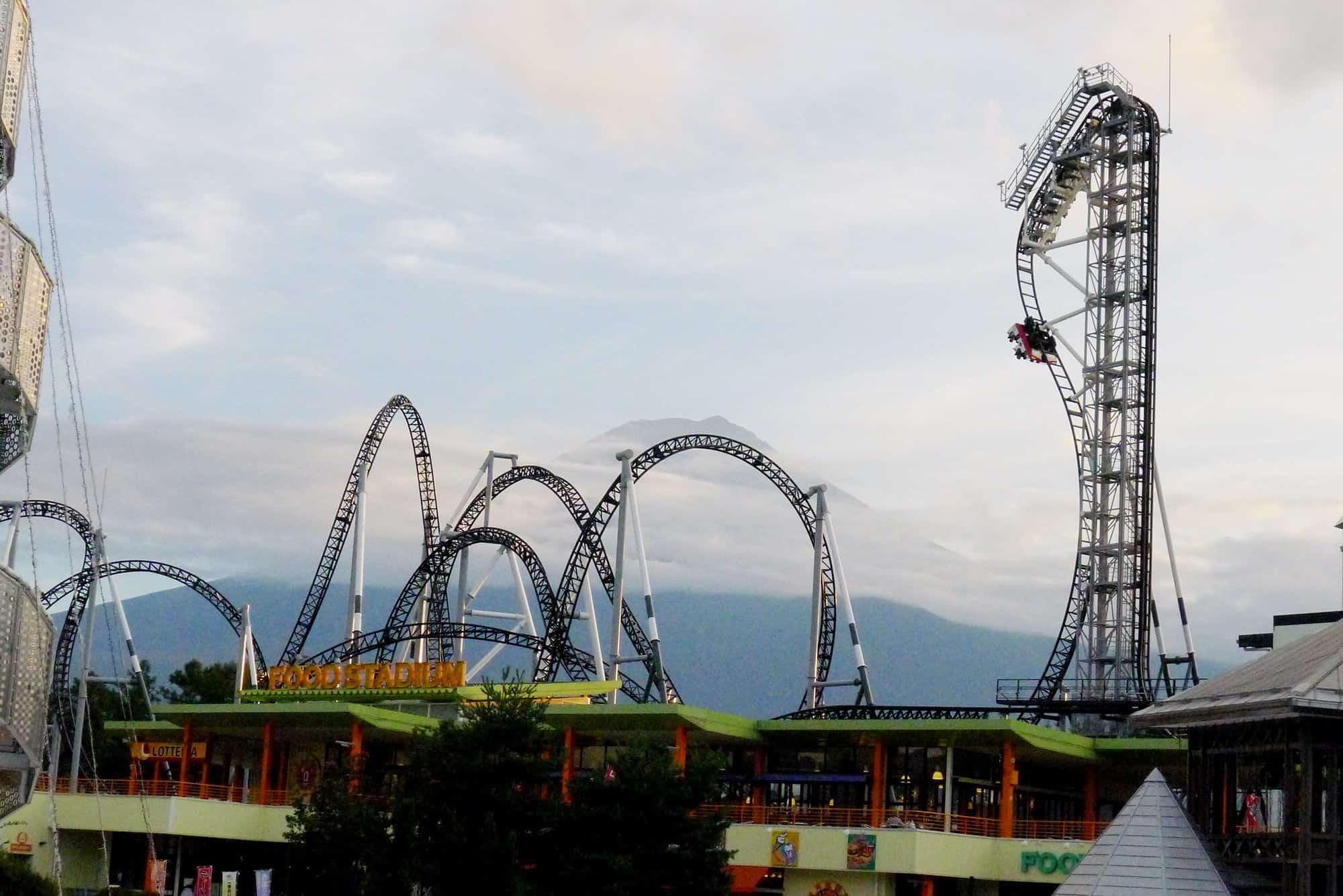 Takabisha เครื่องเล่นที่สวนสนุก Fuji-Q Highland