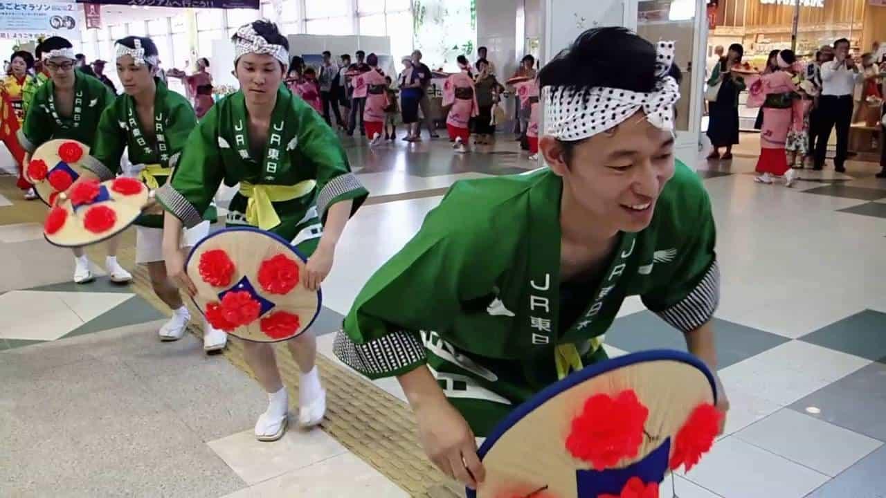 การแสดงเต้นรำในเทศกาล Yamagata Hanagasa Festival