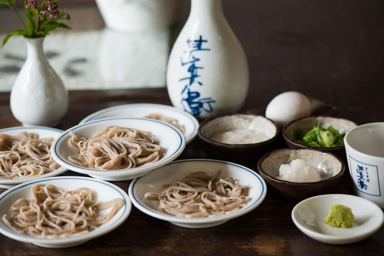อิซุชิมีอิซุชิโซระโซบะ (Izushi Sora Soba) อาหารขึ้นชื่อที่ทำจากบักวีต