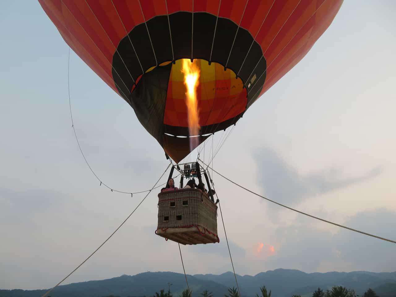 บอลลูนลอยฟ้าที่คันนาเบะ (Kannabe)