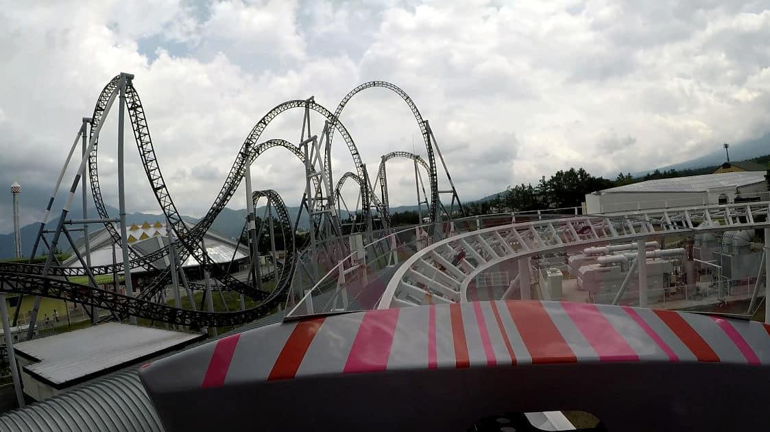 Do-Dodonpa เครื่องเล่นที่สวนสนุก Fuji-Q Highland