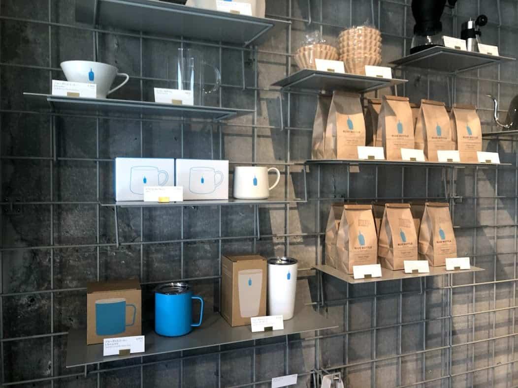 สินค้าภายในร้าน Blue Bottle Coffee