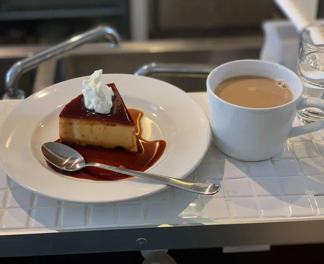 ขนมเค้กและกาแฟจากร้าน Kissa Humuhumu