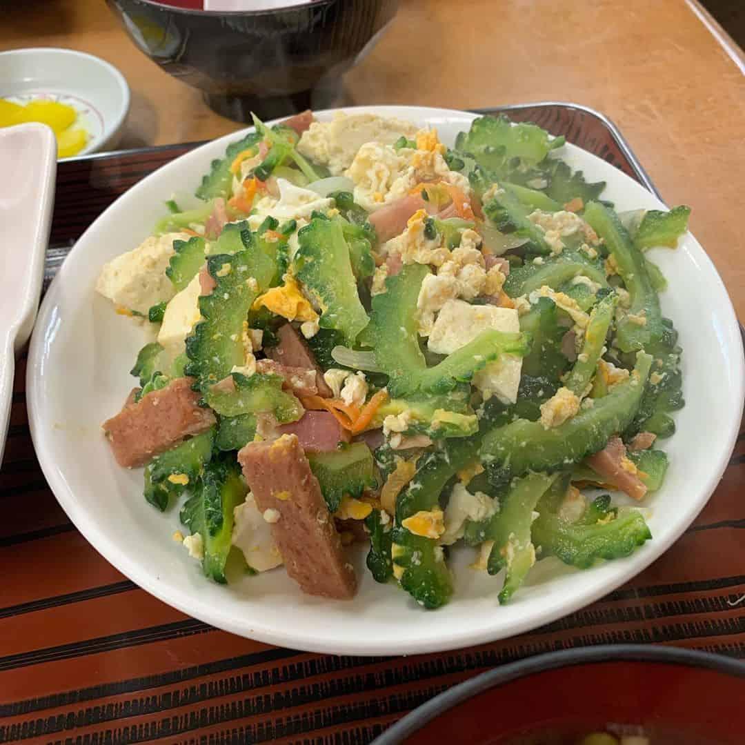 อาหารโอกินาว่า : โกย่าจัมปุรุ (Goya Champuru)