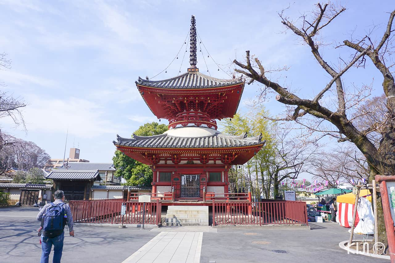 เจดีย์สามชั้นตั้งตระหง่านตรงกลางวัด Kawagoe Kita-in Temple
