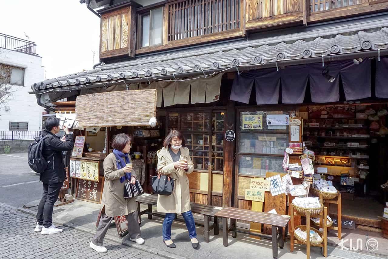 ร้านรวงต่างๆ ที่ถนน Kurazukuri คาวาโกเอะ
