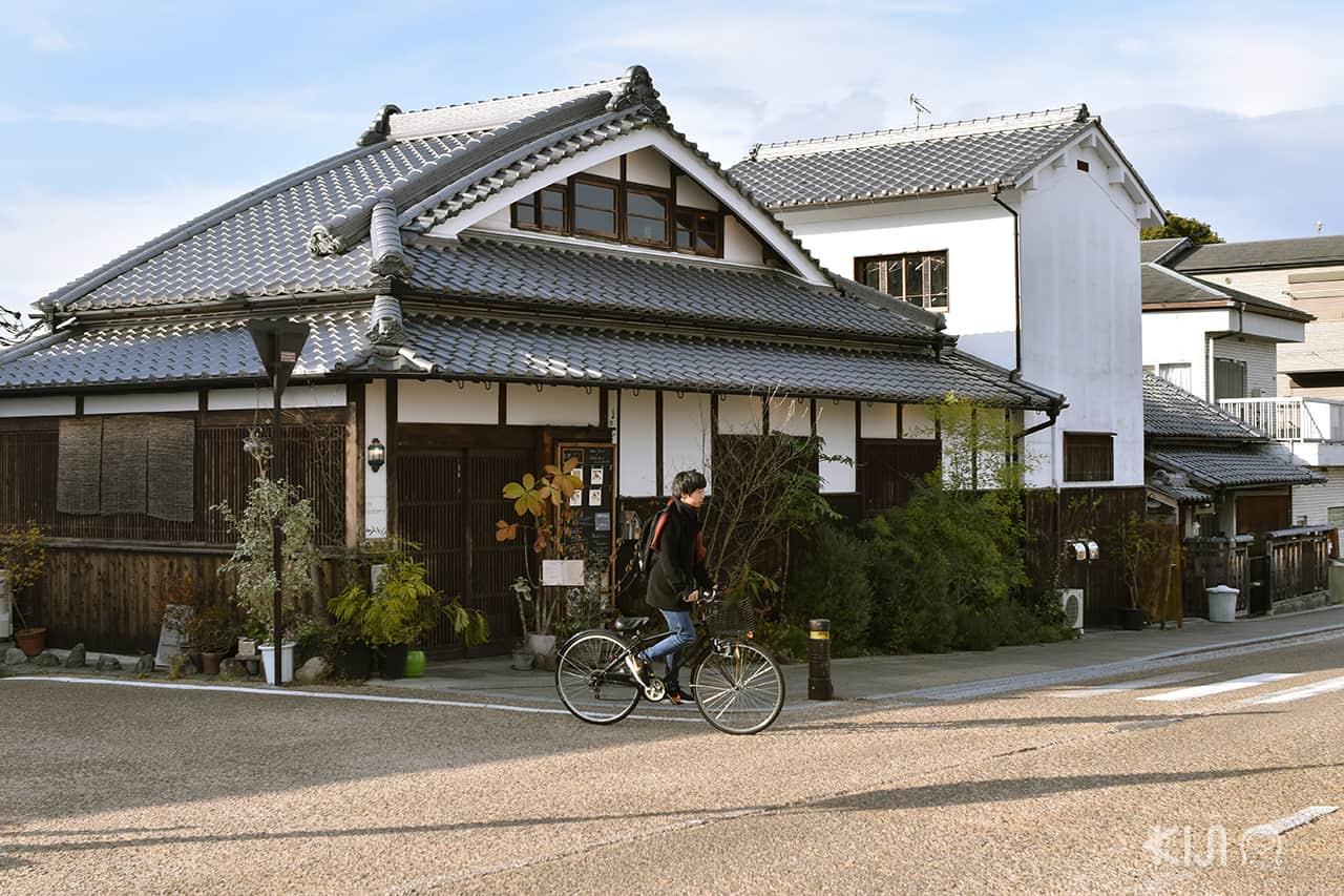 ร้านค้าในย่านอิไมโช (Imaicho) ที่ยังคงอาคารสมัยโบราณไว้อยู่