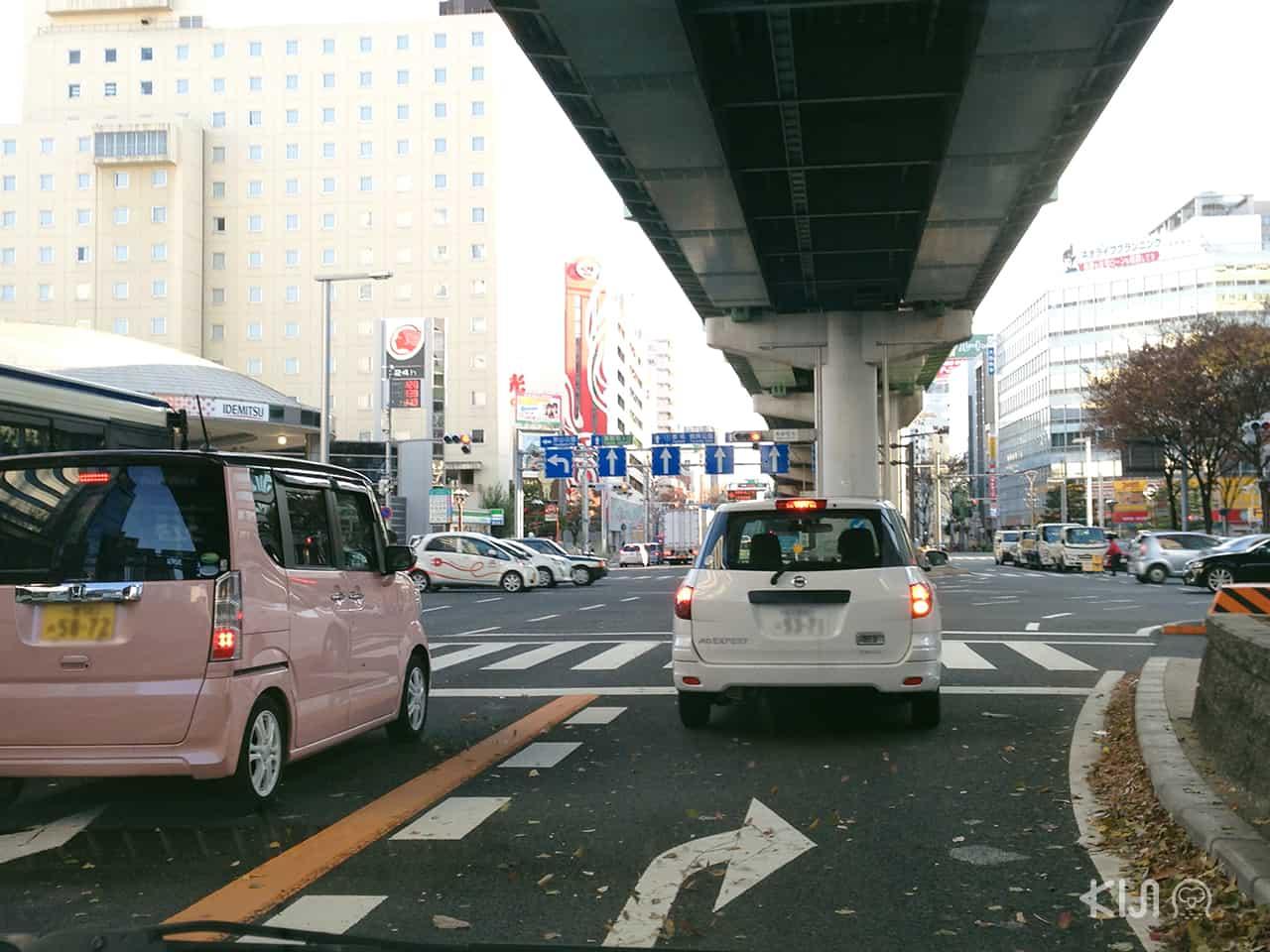 การขับรถเลี้ยวขวา ใน สังคม ญี่ปุ่น