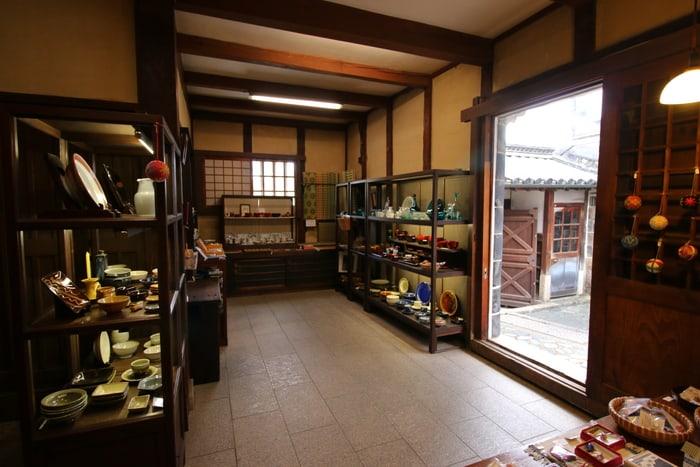 พิพิธภัณฑ์หัตถกรรมพื้นบ้านคุราชิกิ (Kurashiki Museum of Folk Crafts)