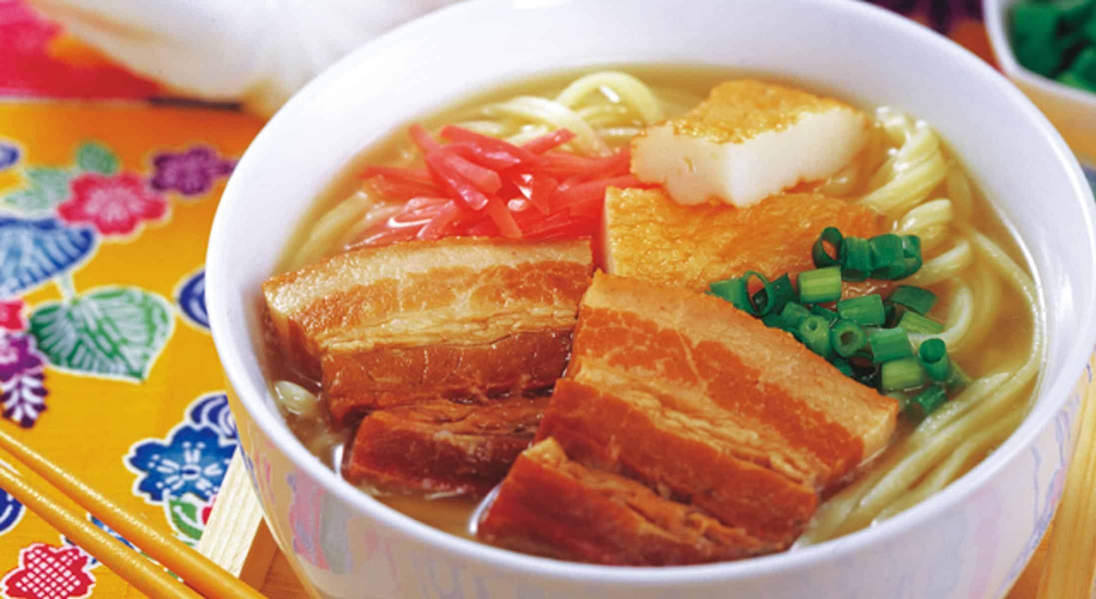 อาหารโอกินาว่า : โซกิโซบะ / โอกินาว่าโซบะ (Soki Soba / Okinawa Soba : ソーキそば / 沖縄そば)