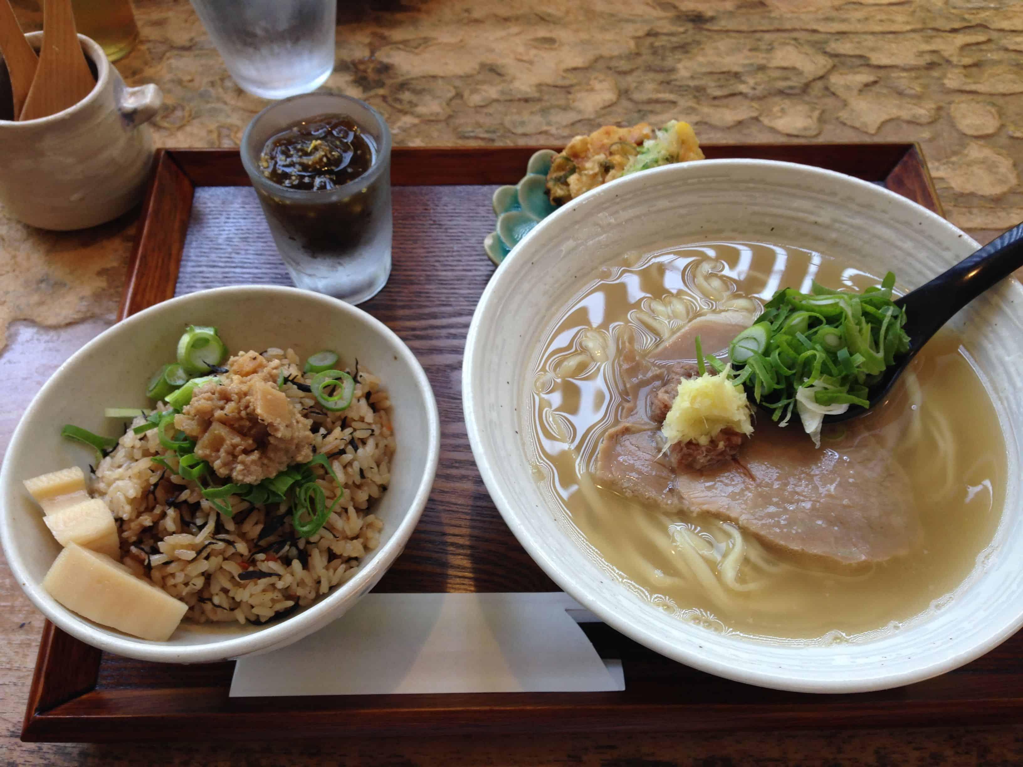อาหารโอกินาว่า : โซกิโซบะ