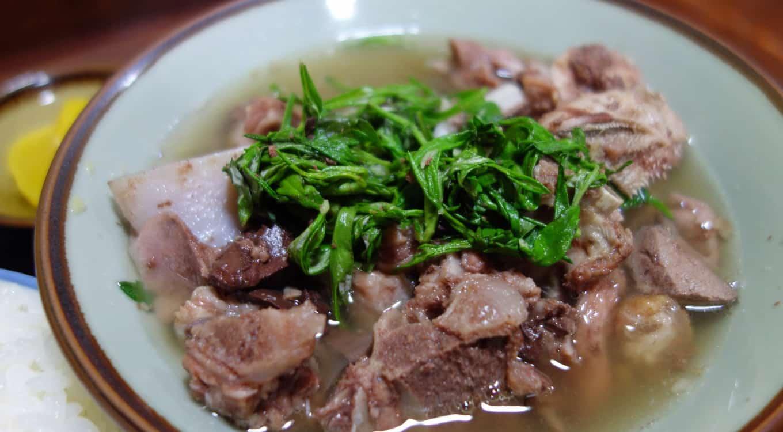 อาหารโอกินาว่า : ยากิจิรุ (Yagijiru : ヤギ汁) แกงเนื้อแพะ